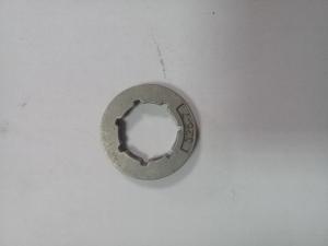 Звездочка привода цепи на электропилу.
